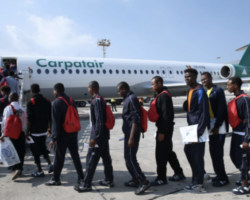 マルタへ到着した移民がドイツへ向けて出発!